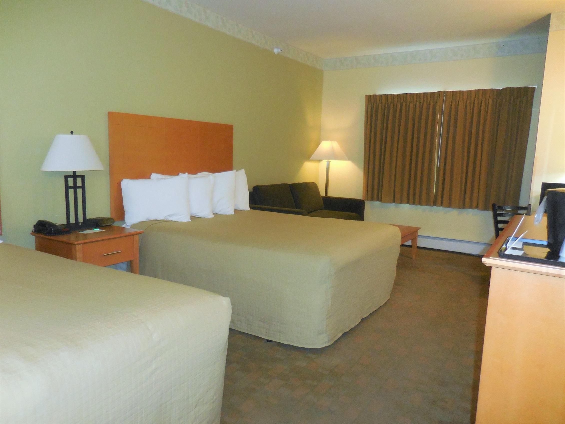 Rooms: Deluxe King & Double Queen Rooms